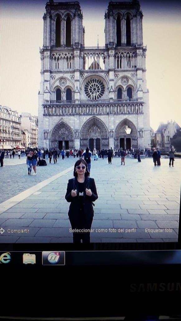 Las fotos de los lectores de EL DIA en la emblemática Catedral de Notre Dame