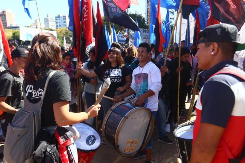 Protesta de organizaciones sociales en Plaza Moreno