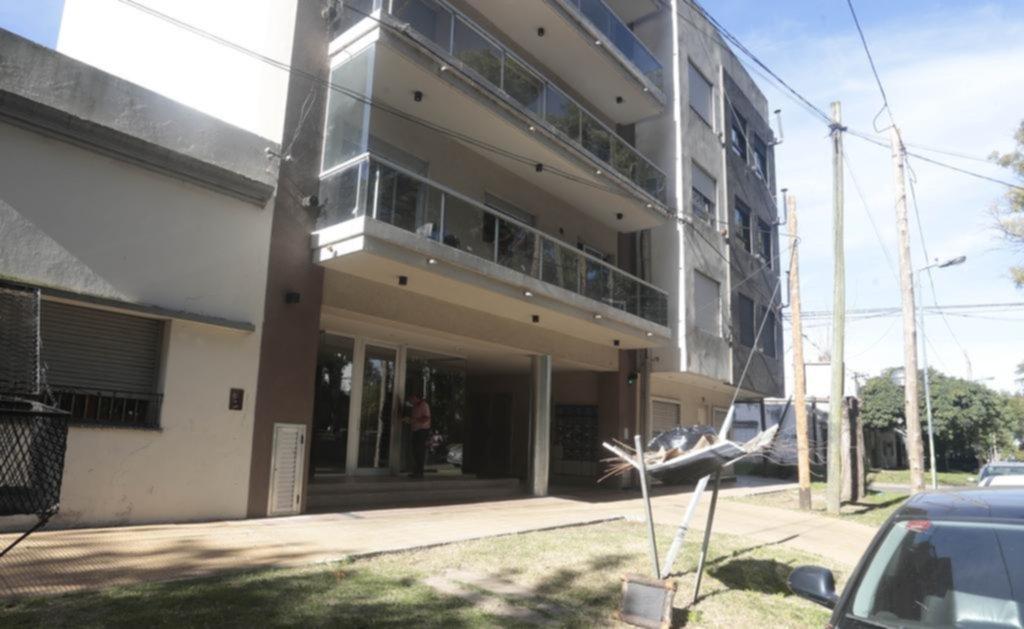 Desvalijaron tres departamentos en un edificio del barrio El Mondongo