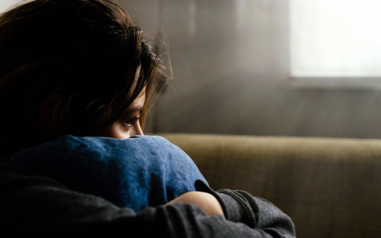 Alertas para identificar cuando la soledad se convierte en un factor de riesgo para la salud