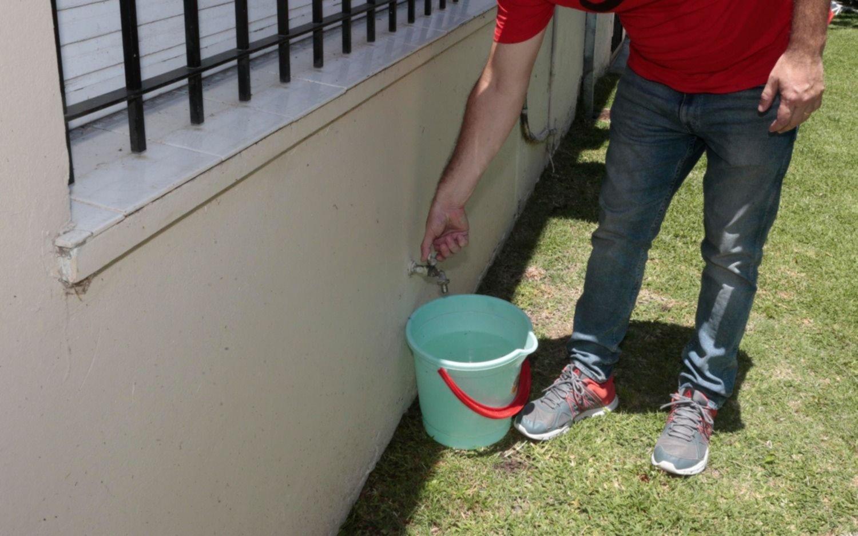 Con la paciencia seca: siguen las quejas en Gonnet por la falta de agua