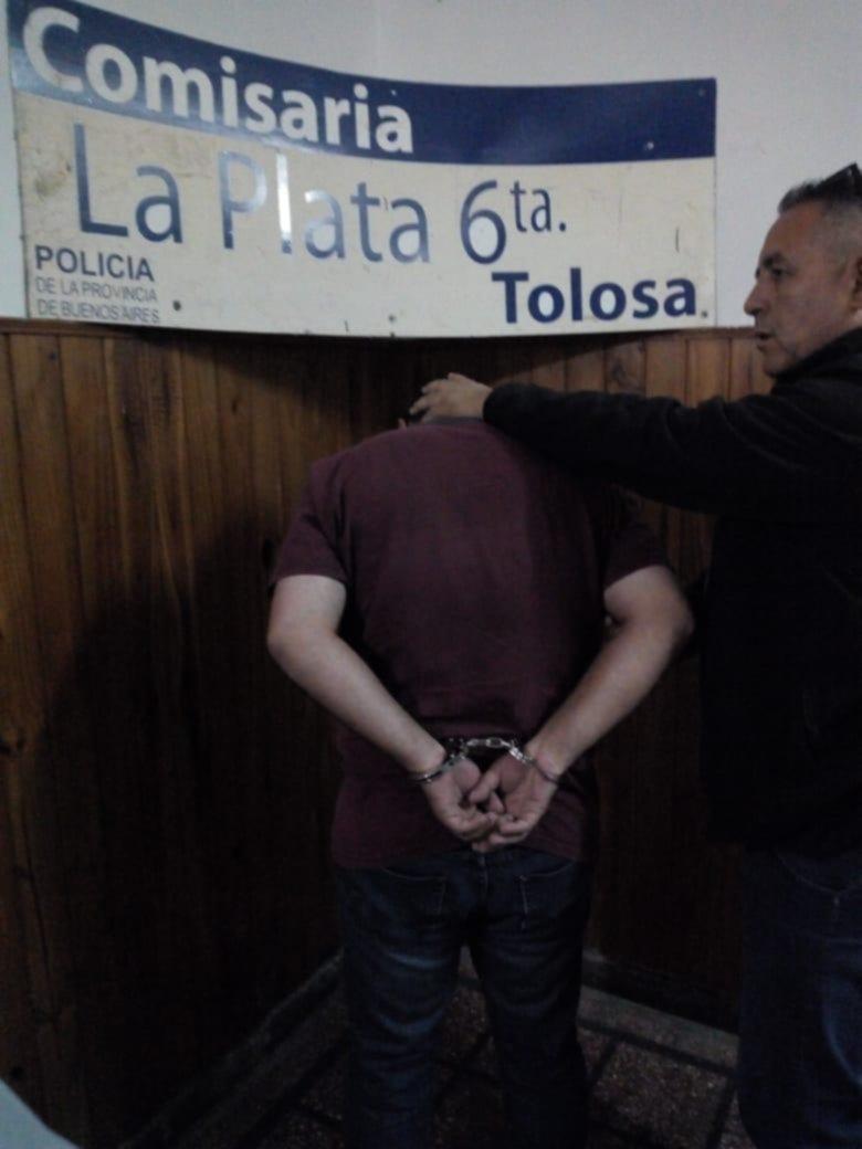 Trabajaba en un súper y denunció un robo, pero no le creyeron: preso