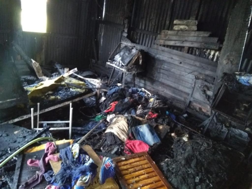 Una familia al borde de una tragedia por un incendio que arrasó dos casas