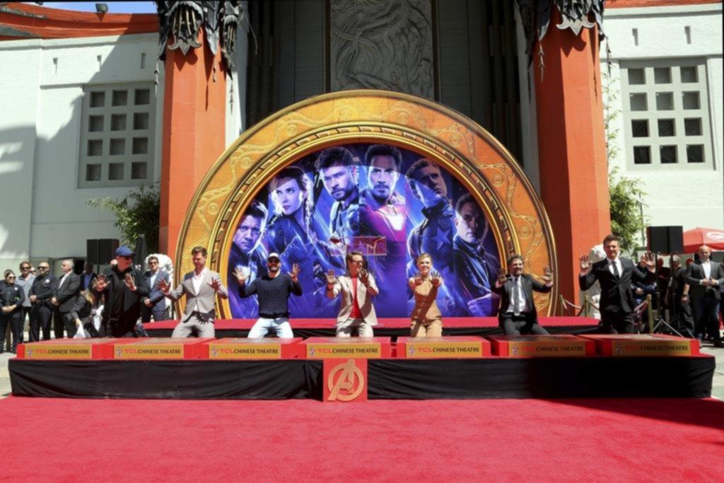 """Los """"Avengers"""" dejaron sus huellas en el Paseo de la Fama de Hollywood"""