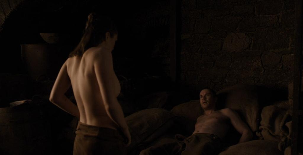 """""""Al principio pensé que era una broma"""", dijo Arya sobre su escena de sexo"""