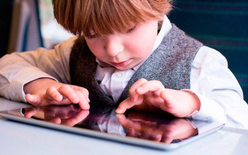 La OMS fijó limitaciones a las pantallas en la niñez