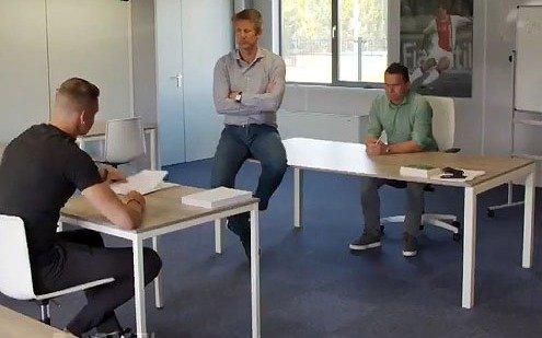 Una genialidad del Ajax para presentar a un arquero que en su momento criticó al Club