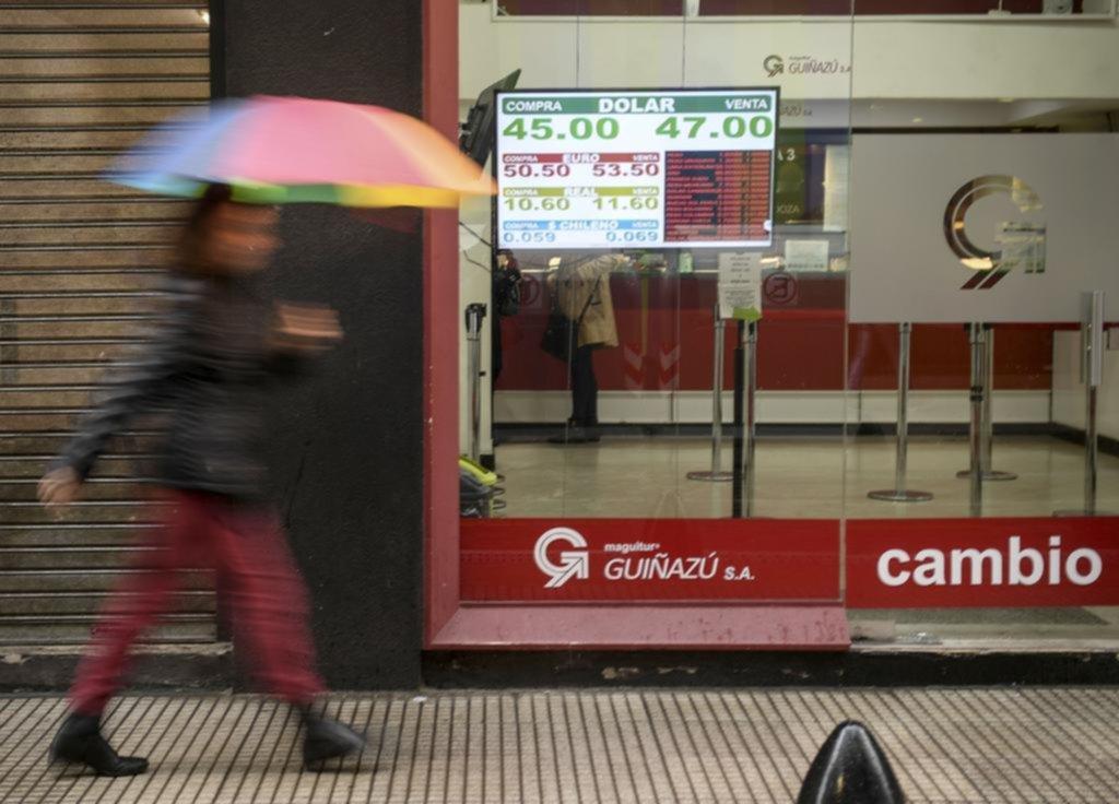 El dólar volvió a $47 y en la semana subió 9,13%; riesgo país y tasas, para arriba