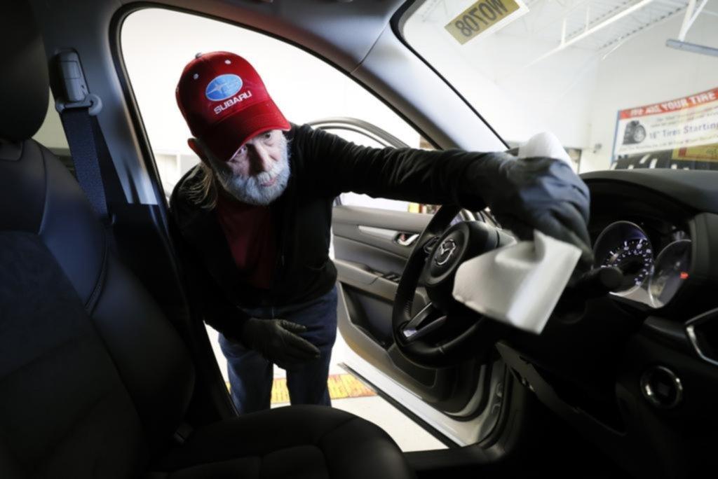 Consejos de limpieza y desinfección para los que tienen que usar el auto