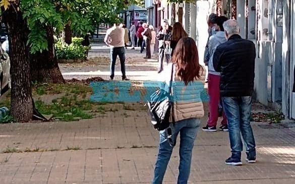 Un aluvión de vecinos para aplicarse la vacuna antigripal en La Plata
