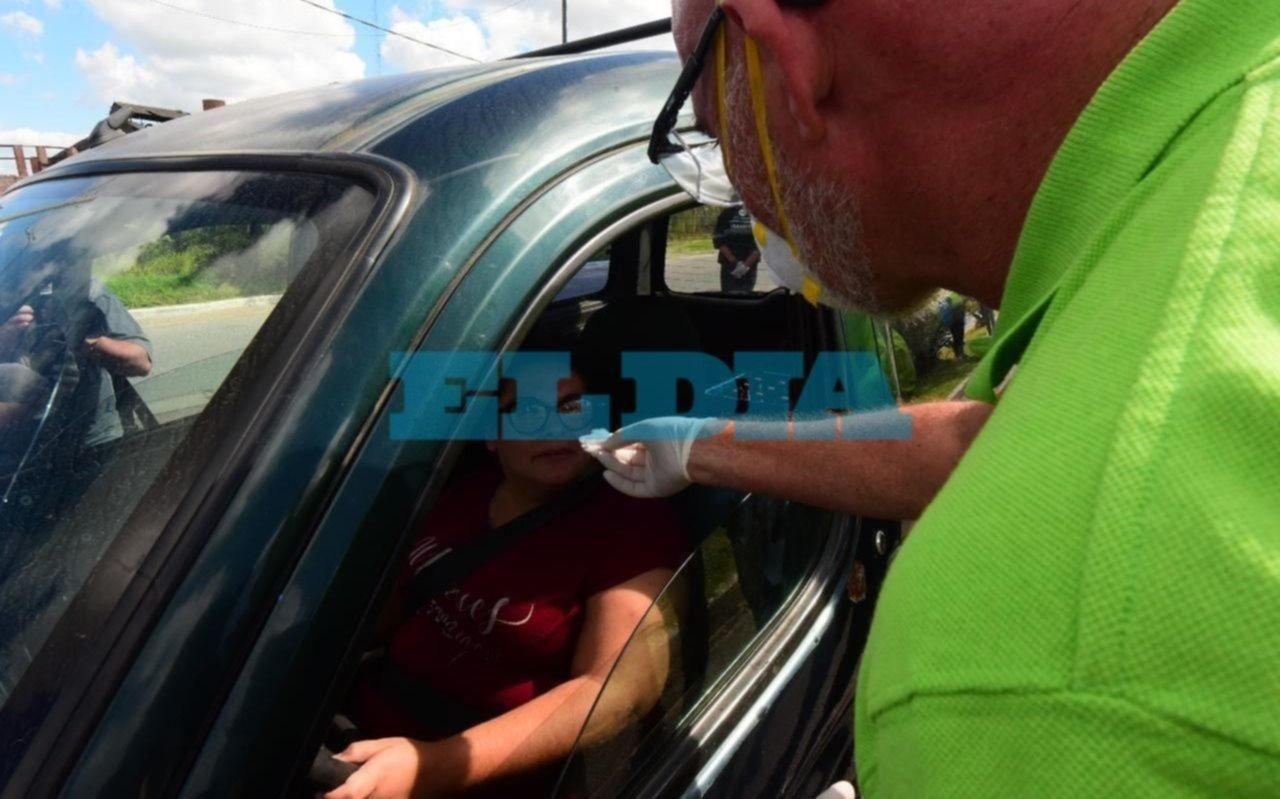 Algunos automovilistas no superaron el test del olfato en La Plata para detectar asintomáticos de coronavirus