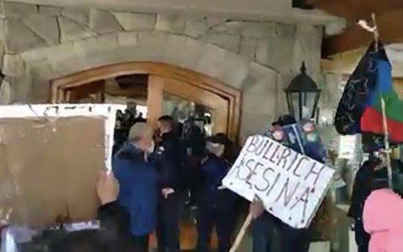 Repudiaron a Bullrich en Bariloche y hubo un cruce entre Sergio Maldonado y el diputado Wolff
