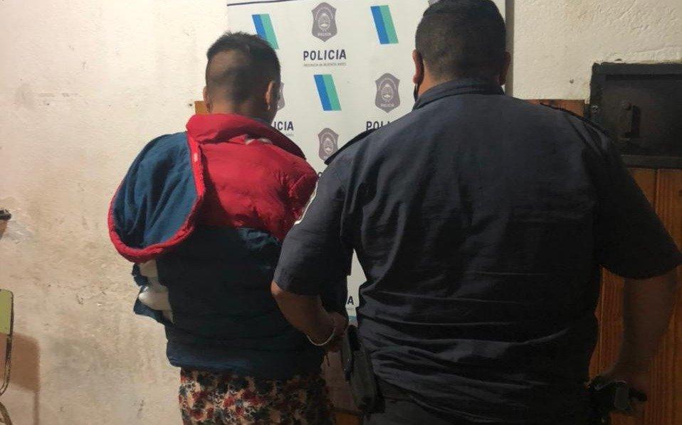 Abusó de su hijastra de 8 años y la policía evitó que los vecinos lo golpearan