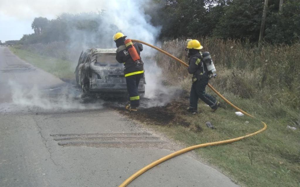 Ardió un auto en Ruta 36, a la altura de El Peligro