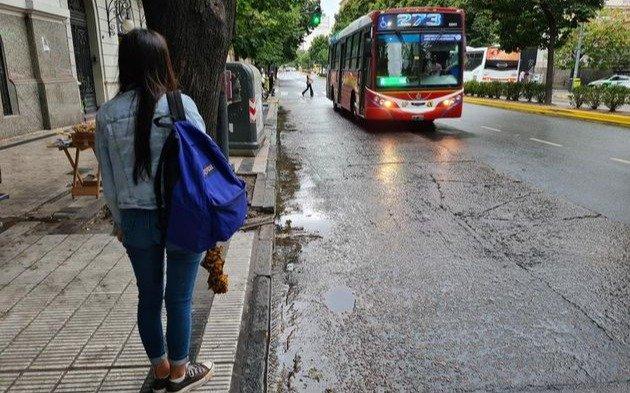 Quiénes deben tramitar el permiso para usar el transporte público y cómo hacerlo