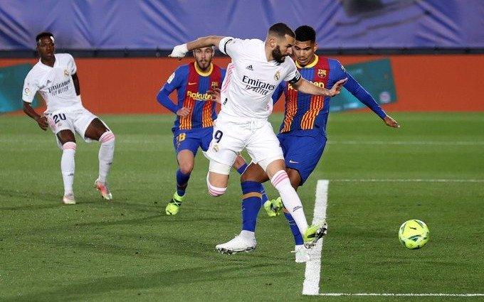 Real Madrid derrotó a Barcelona y trepó a la cima de la Liga española