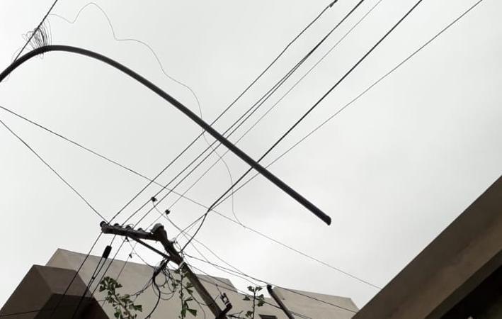 Vecinos incomunicados y con bronca por la sustracción de cables telefónicos en Tolosa