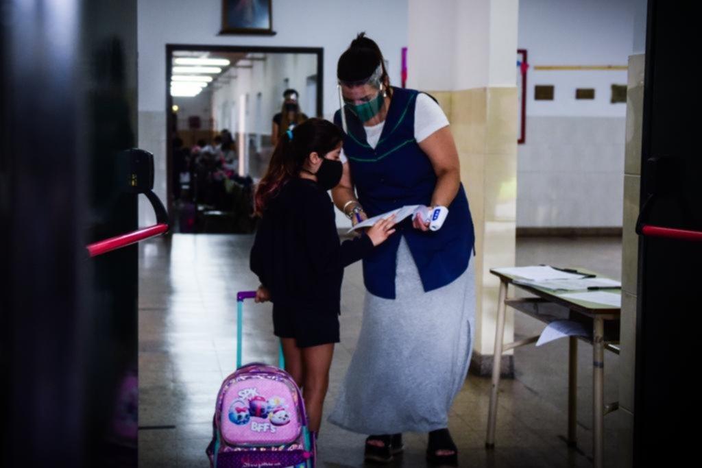 Tras dudas y rumores, ratificaron las clases presenciales: inquietud entre los docentes