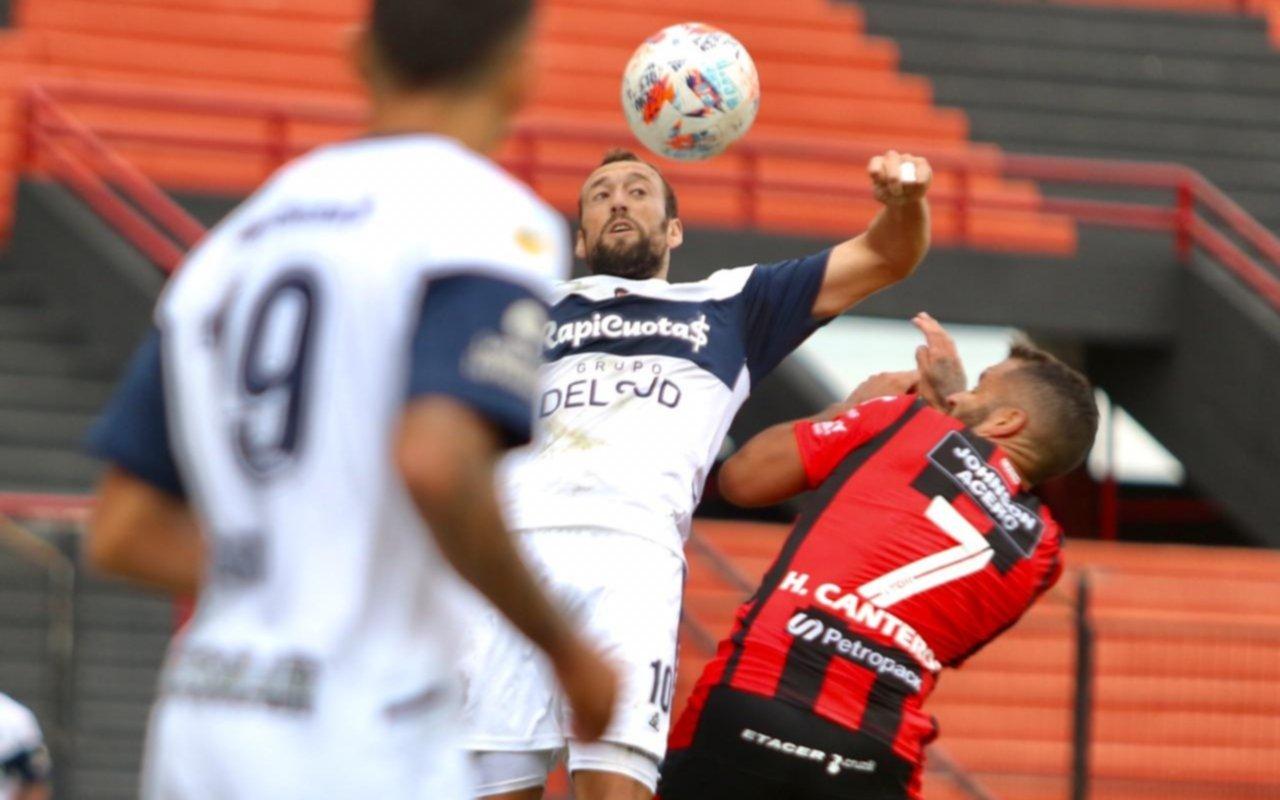 Gimnasia vivió una tarde para el olvido en Paraná y perdió 4-1 frente a Patronato en la previa del clásico