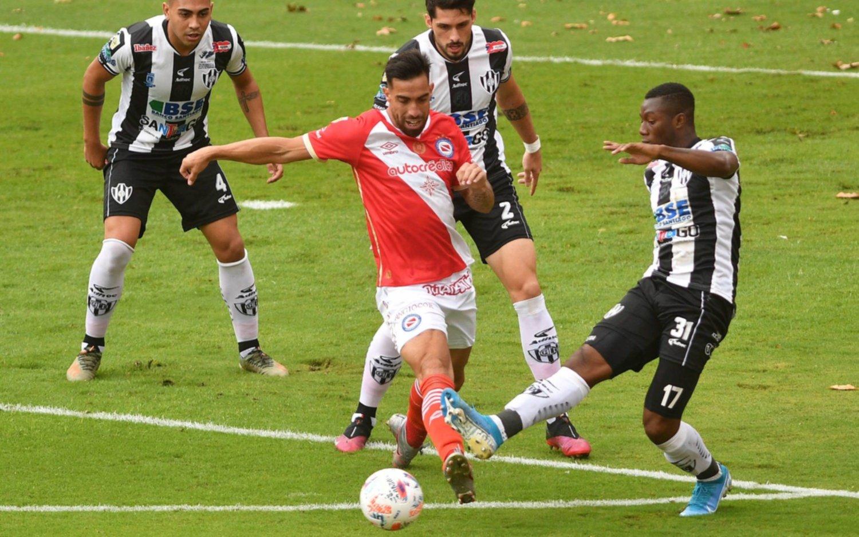 En la zona de Estudiantes, Argentinos y Central Córdoba empataron en cero