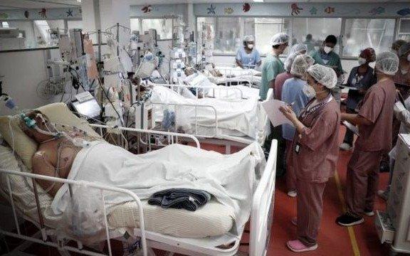 En Brasil, la mayoría de los internados en terapia intensiva por coronavirus tienen menos de 40 años
