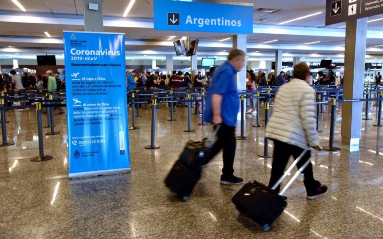 Pasan otros 7 vuelos de Aerolíneas que pasan de Aeroparque a Ezeiza por un brote de COVID-19