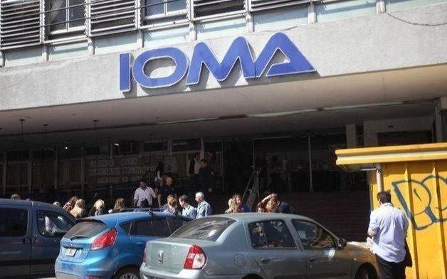 La familia de una joven platense que padece una rara enfermedad reclama que IOMA no entrega la medicación