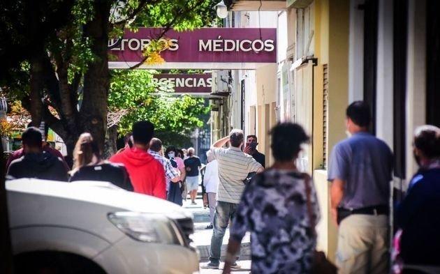 ¿Por qué expertos aseguran que puede nacer una nueva cepa de coronavirus en La Plata?