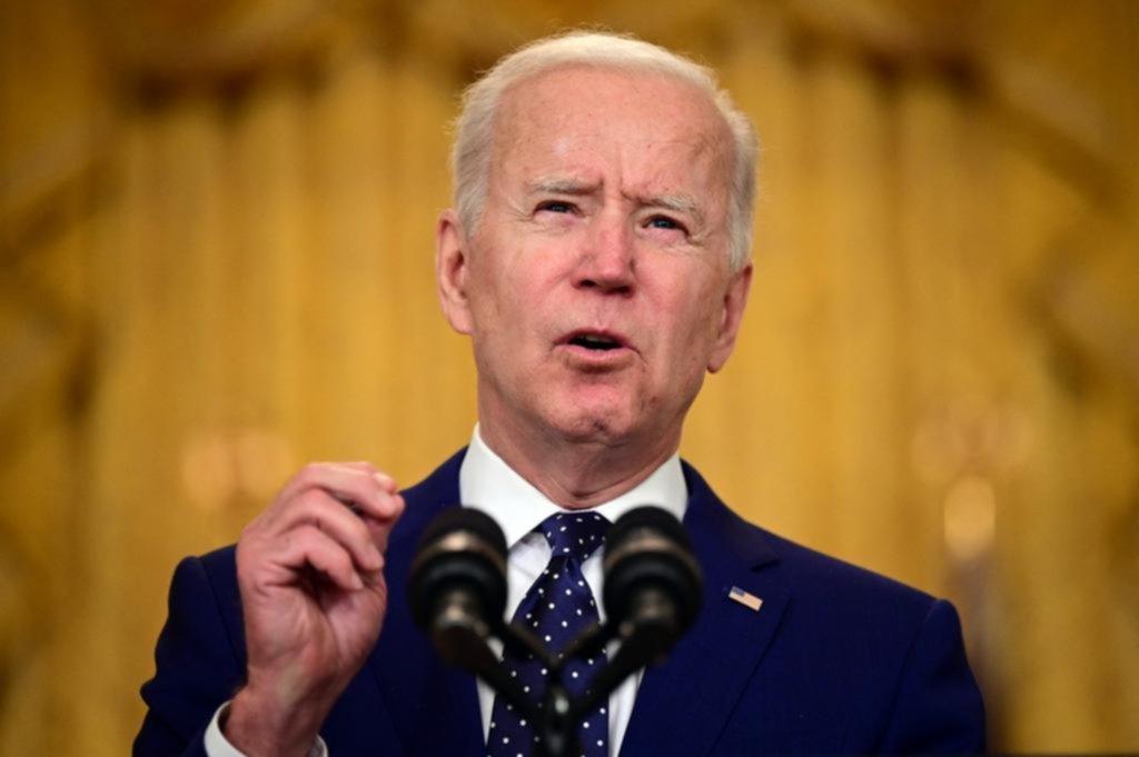 Biden castiga duro a Moscú y echa a 10 diplomáticos rusos