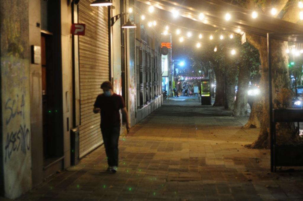 La Plata en fase 2: colas de última hora en comercios y calles semi vacías desde las 20