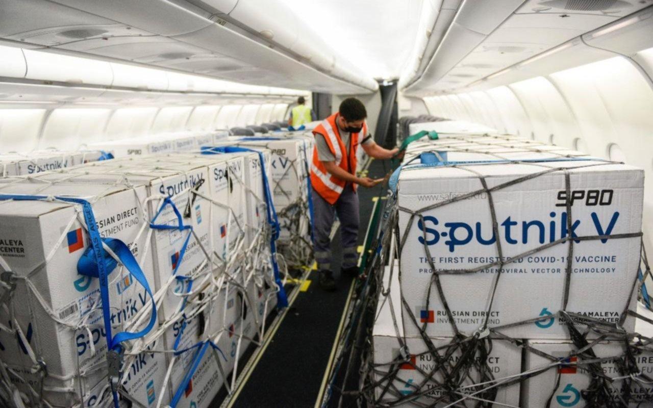 Llegan 800 mil dosis de la vacuna Sputnik V