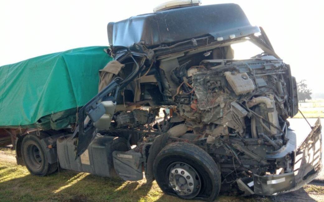 Otra accidente fatal en la Ruta 2: chocaron dos camiones en El Peligro