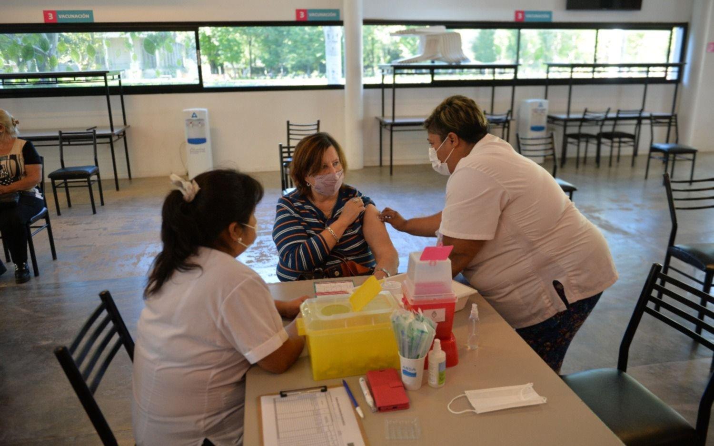 En Provincia se aplicaron más de 2.200.000 vacunas de la primera dosis