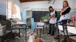 Tres escuelas dañadas por los vándalos
