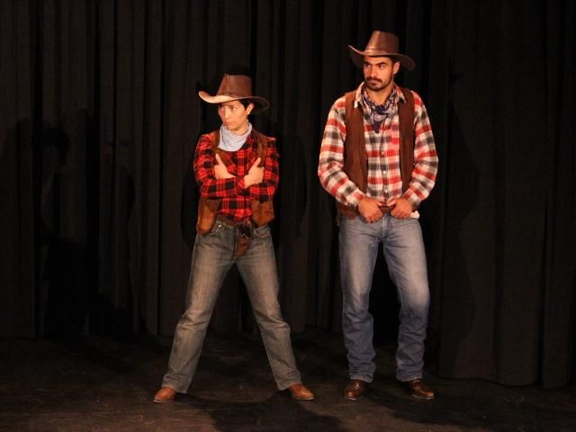 Una de cowboys para soportar el dolor
