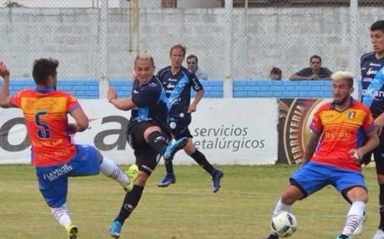 Villa San Carlos cayó ante Deportivo Español por la mínima