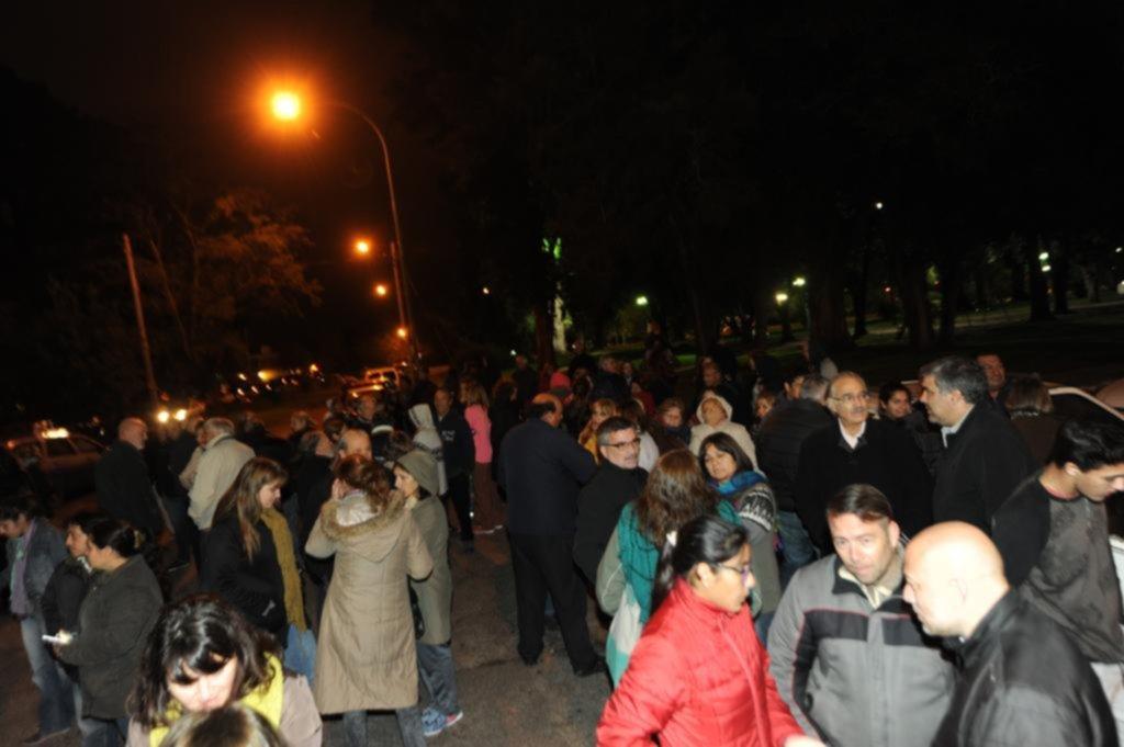 Villa Elisa: vecinos marcharon a la comisaría para pedir seguridad