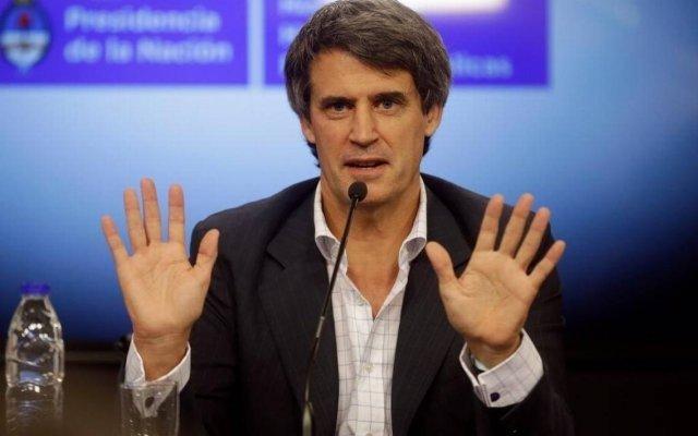 """Para Prat-Gay, acudir al FMI """"es como llevarte mal con tu suegro y tener que pedirle plata"""""""