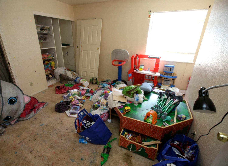 Los 10 niños rescatados en California eran torturados por