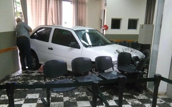 """""""Bombita"""", un poroto: incrustó el auto en la oficina tras discutir con la empleada"""