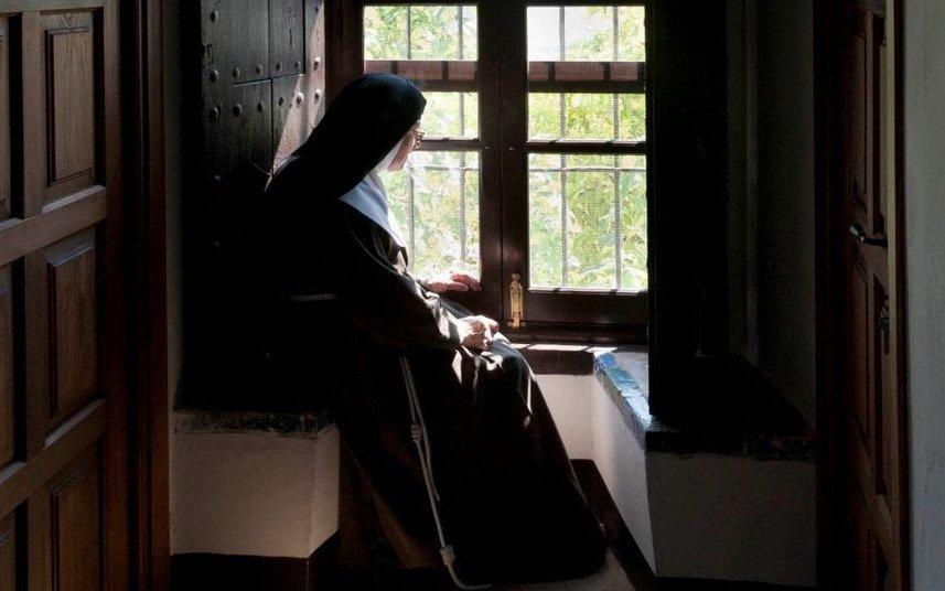 Francisco dijo que las monjas de clausura pueden consultar medios