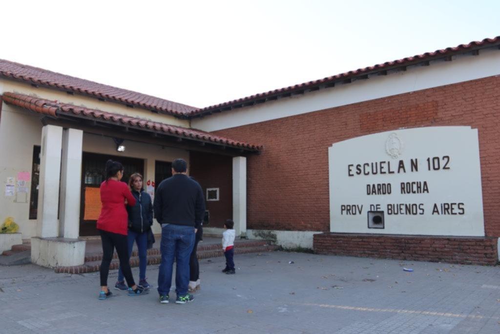 Padres de la escuela de 7 y 32 piden que erradiquen las ratas y recuperen el edificio escolar