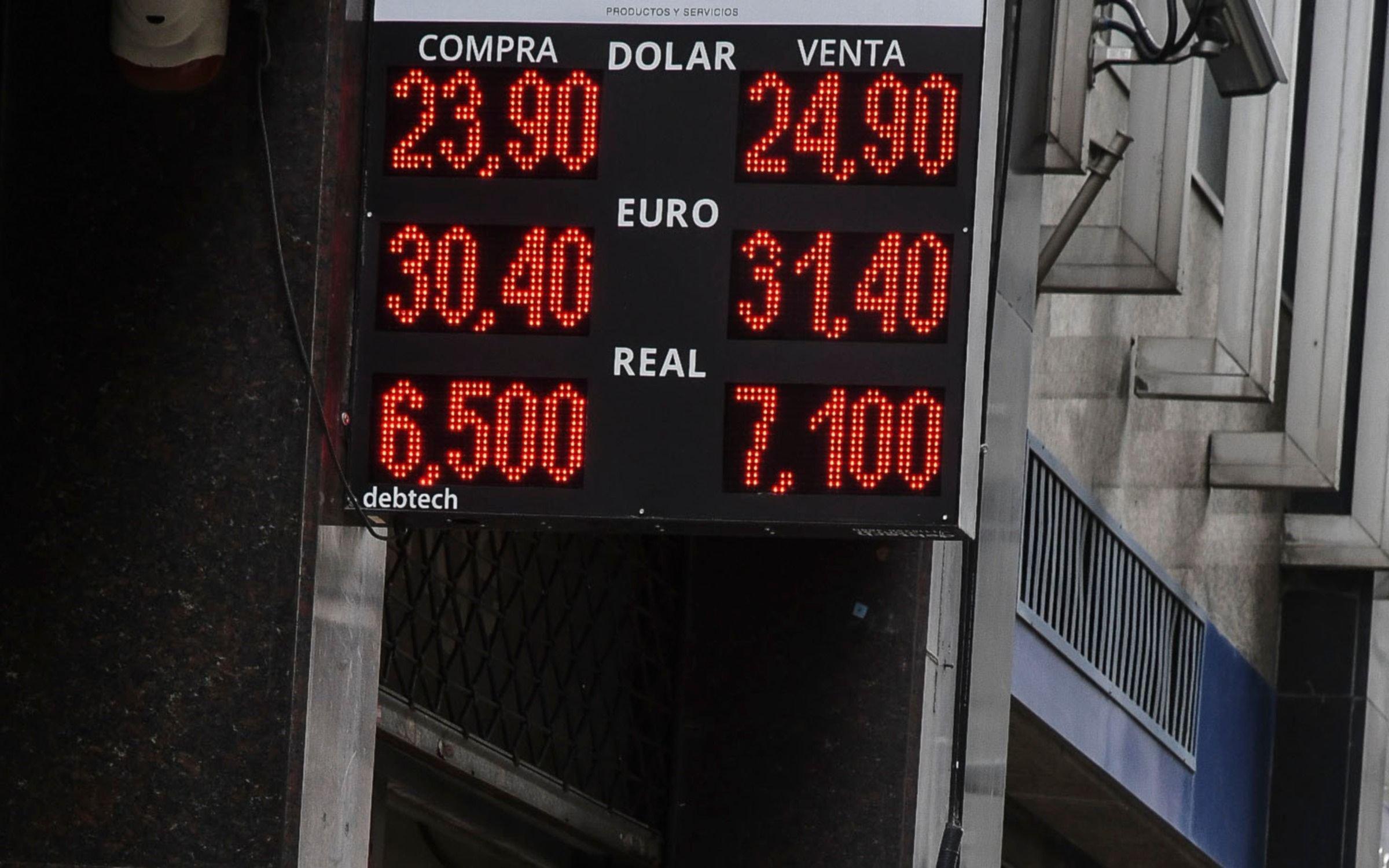Sin intervención del Banco Central, el dólar cerró con una leve suba