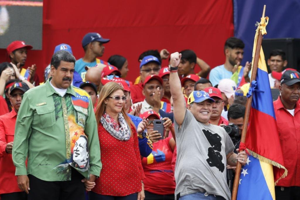 """Maradona acompañó el cierre de campaña de Maduro como su """"soldado"""""""