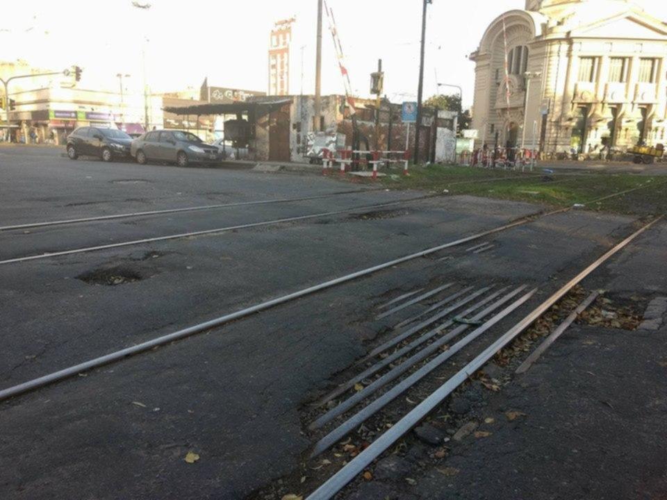 Cruzar las vías cerca de la Estación, no es sencillo