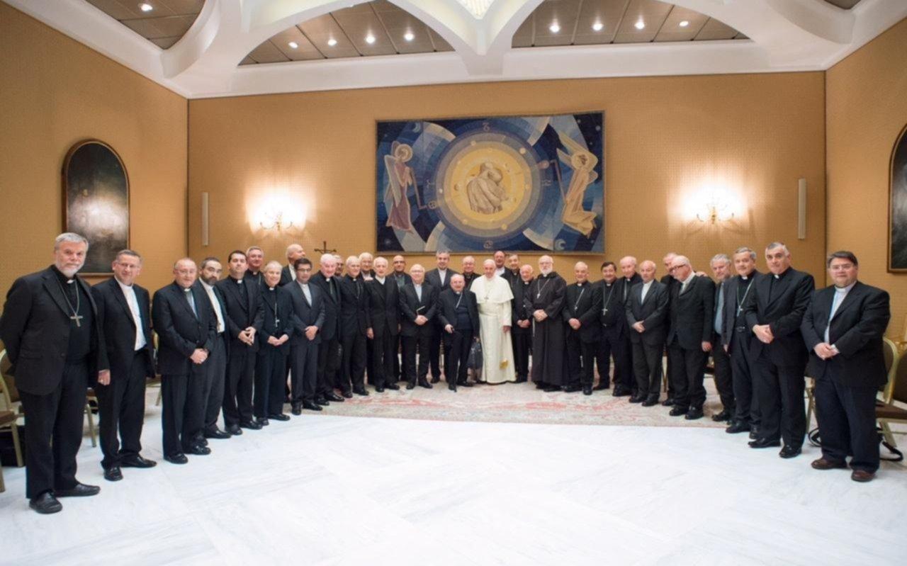 Por el escándalo de abuso sexual renunciaron todos los obispos de Chile