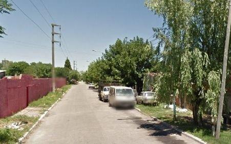 Rompen a piedrazos un patrullero en furioso ataque a policías en Ensenada