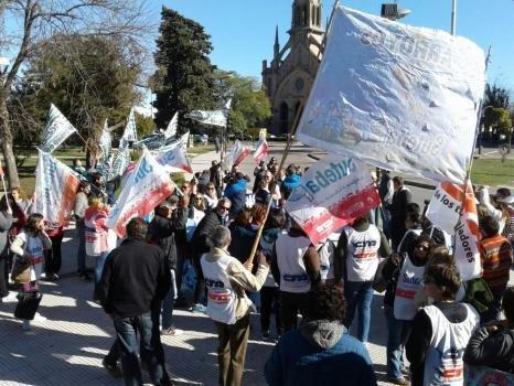 Arrancó el paro de 48 horas de los docentes bonaerenses, con fuerte impacto en la Región