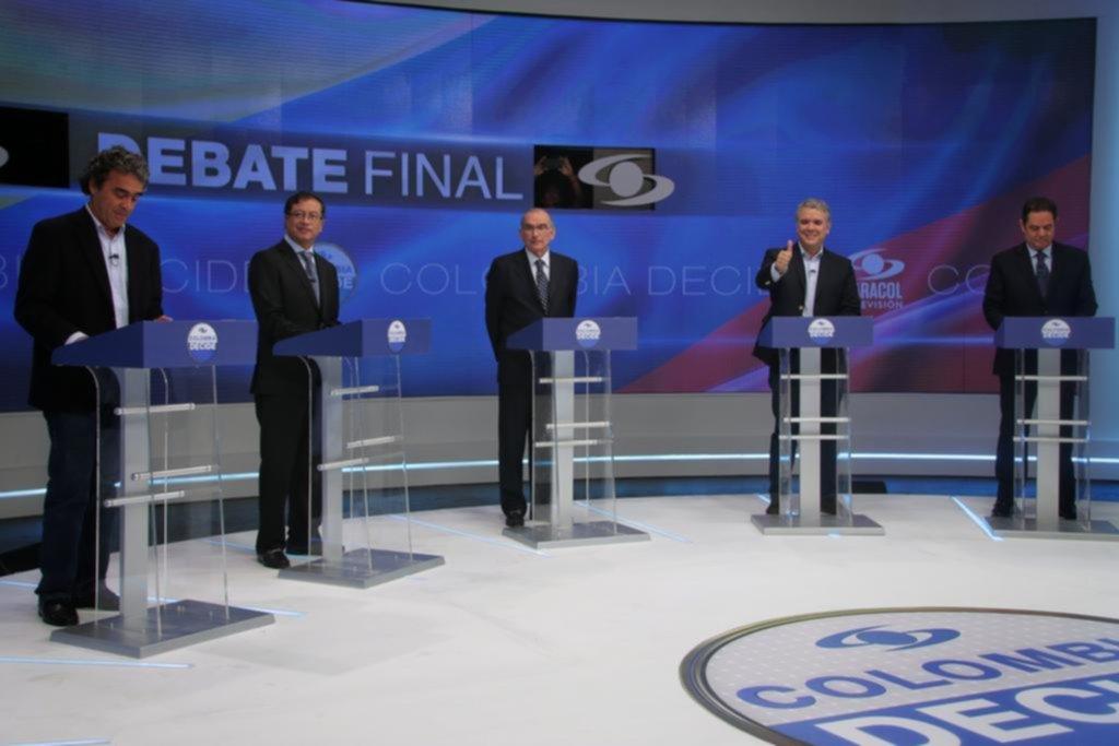 Colombianos votarán hoy para elegir a su nuevo presidente