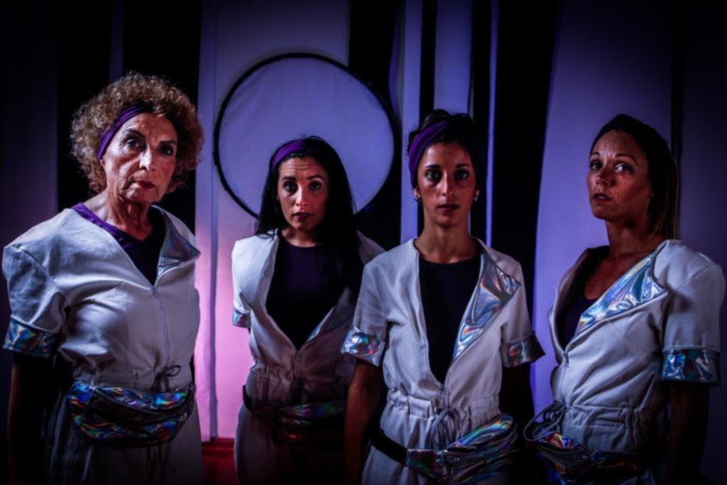 """""""2072"""": cuatro mujeres escapan del patriarcado en una nave espacial rumbo a Marte"""